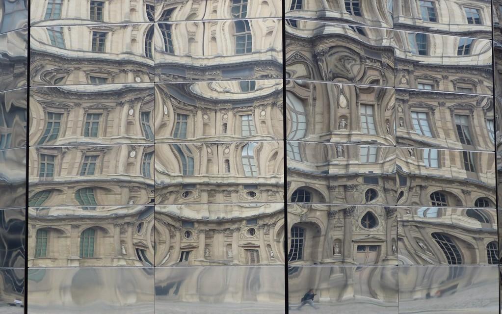 Louvre reflets deformes gros plan
